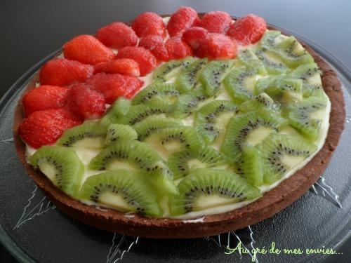 Tarte sucrée, fraises, kiwis, crème