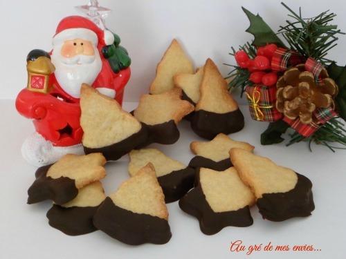 Biscuits sucrés, clémentine, chocolat