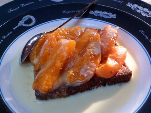 Pain d'épices, abricots, crème anglaise