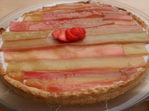 Tarte, rhubarbe, crème à la fraise