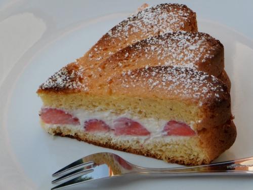 Sponge cake, ricotta, fraise